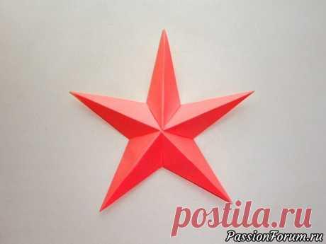 La estrella del papel. El origami del artículo el 9 de mayo, el 23 de febrero