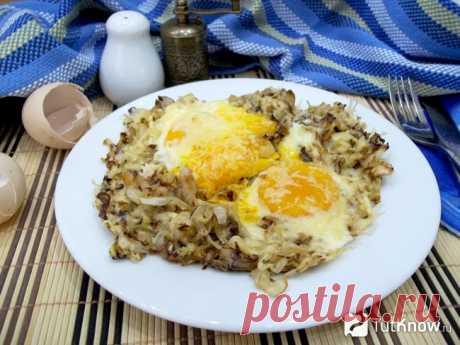 Рецепт: Яичница с жареной белокочанной капустой