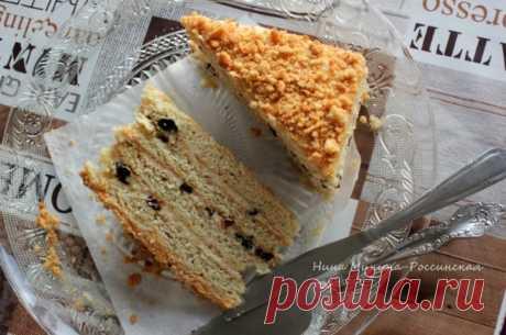 Торт с черносливом и сметанным кремом автор Нина Минина-Россинская  Для торта подготовьте ингредиенты по списку к рецепту. Они все - обычные и доступные. Жирность сметаны на мой взгляд тут не принципиальна, но всё-таки считается, что чем жирнее, тем лучше. Сметанные песочные коржи пекутся в один заход за 15 минут, промазываются заварным кремом на основе сметаны. Начинка - чернослив. Вкусно!  Для коржей: мука - около 350 г сметана - 100 г масло сливочное - 75 г сахар - 60 г...
