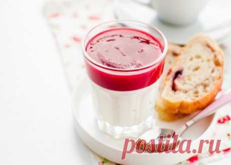 Йогурт с ягодным пюре