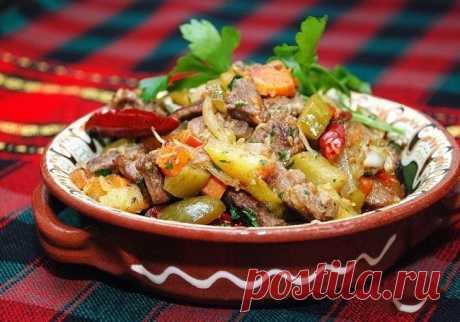 Говядина с овощами и солеными огурцами