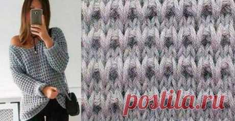 Крупный узор для вязания пуловера спицами… Огромным преимуществом вязания изделий крупными узорами является то, что вяжутся такие вещи достаточно быстро, а выглядят изделия, связанные такой вязкой, достаточно рельефно и современно. Рапорт прив…