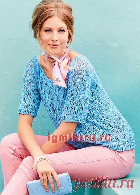Легкий голубой пуловер с ажурным узором. Вязание спицами со схемами и описанием