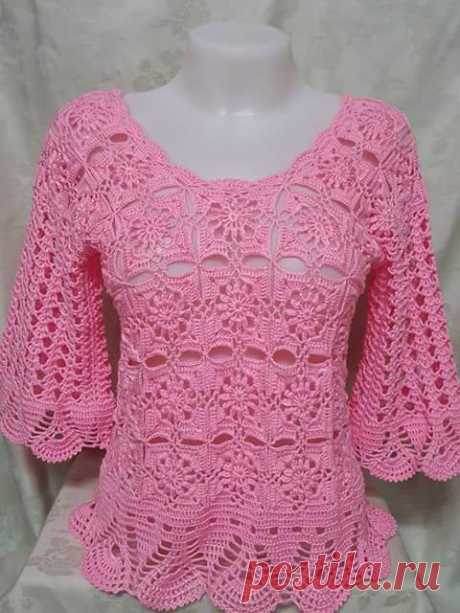 See that beautiful blouse all crafted in crochet yarn store - Free Patterns in Crochet