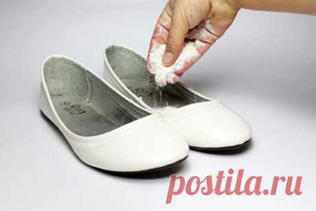 7 ОТЛИЧНЫХ СОВЕТОВ :  Сохраните, чтобы не потерять.  СОВЕТ 1 : 7 способов избавить обувь от неприятного запаха Чтобы раз и навсегда избавить свою обувь от неприятного запаха, нужно бороться не только со следствием, но и с причиной, вызвавшей его появление.