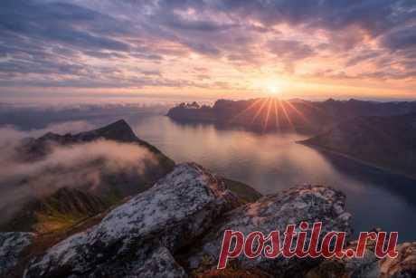 Рассвет на острове Сенья, Норвегия. Фотограф – Вячеслав Тимошенко: nat-geo.ru/community/user/186125/ Доброе утро!