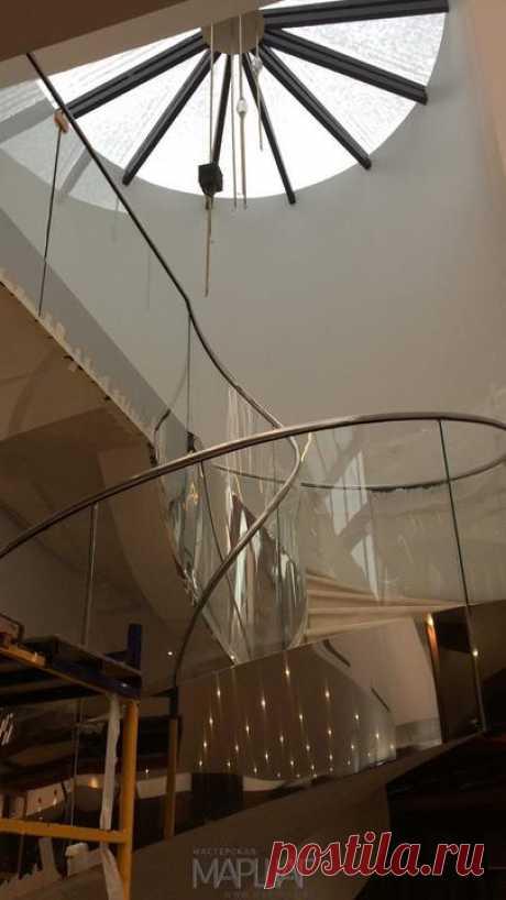 Изготовление лестниц, ограждений, перил Маршаг – Лестничные перила из моллированного стекла