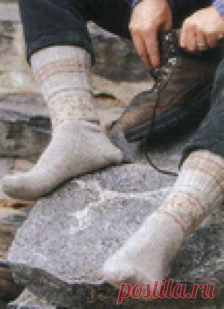 """Мужские вязаные носки """"Hiking"""" для туристических походов. Eesti Trail Hiking Socks by Nancy Bush."""