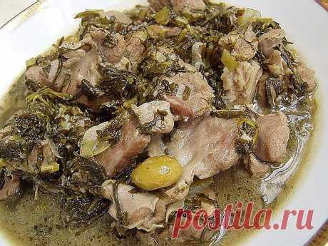Чакапули....Немного о блюде: Чакапули - настоящее украшение любого стола. Не преувеличивая, можно сказать, что ни одно другое грузинское блюдо не обладает таким ароматом и таким свежим, весенним вкусом. В чакапули очень много разнообразной зелени