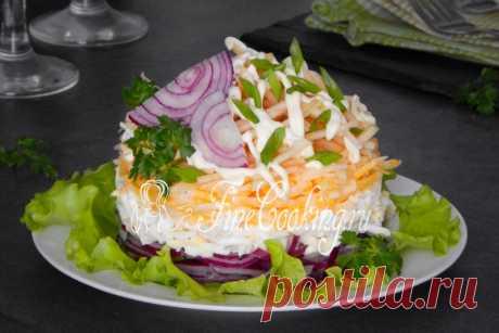 Салат Красотка Салат Красотка     Салат Красотка - это оригинальное сочетание простых и вкусных продуктов в одном блюде. Сочное кисло-сладкое яблоко, пикантный и хрустящий лук, воздушные куриные яйца и нежный сыр, з…