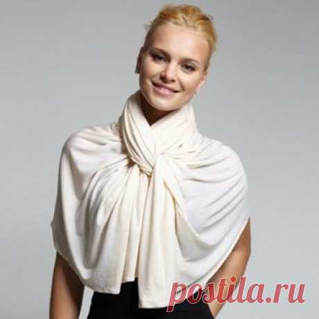 Как красиво повязать платок на шее Достаточно одного платка, чтобы и согреться, и создать стильный образ с пальто и платьем.
