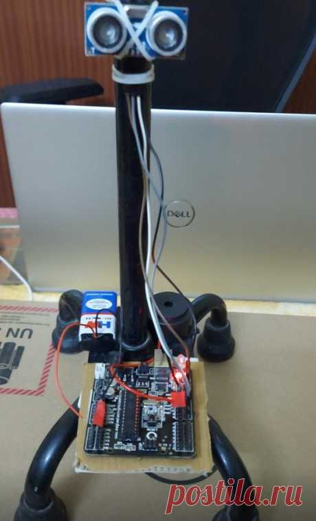 Умная трость для слабовидящих Это устройство предназначено в помощь слабовидящим, для ориентировании в пространстве. Трость оснащается ультразвуковым датчиком, который сигнализирует о препятствии. Инструменты и материалы: