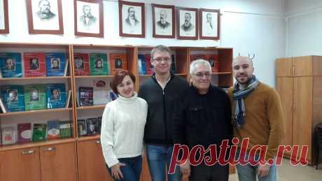 С дочерью Татьяной и с нашими выпускниками 2000-х годов. 24.11.2019 г.