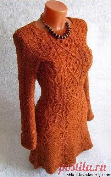 Узорчатое платье спицами Красивое узорчатое платье спицами. В таком платье даже в холодную погоду вы будете выглядеть стильно и элегантно. Далее схема и описание вязания платья.…