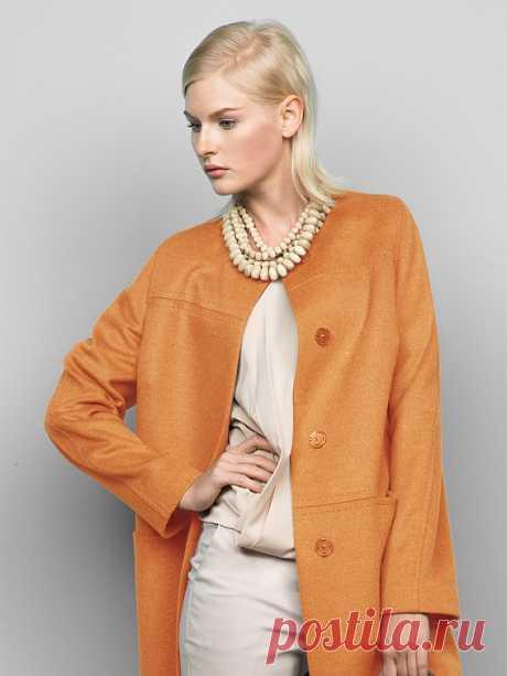 El abrigo femenino demisezonnoe el color de melocotón, el Pelo, el artículo 3014500p00022