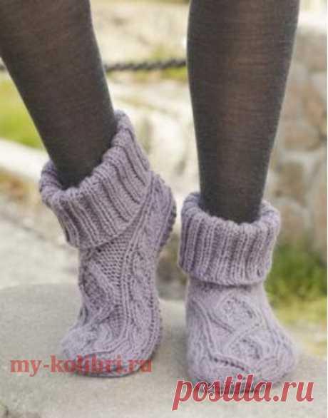 Носки спицами рельефным узором с отворотом - Колибри Красивые и теплые носки спицами интересным комбинированным узором станут отличным подарком на зимние