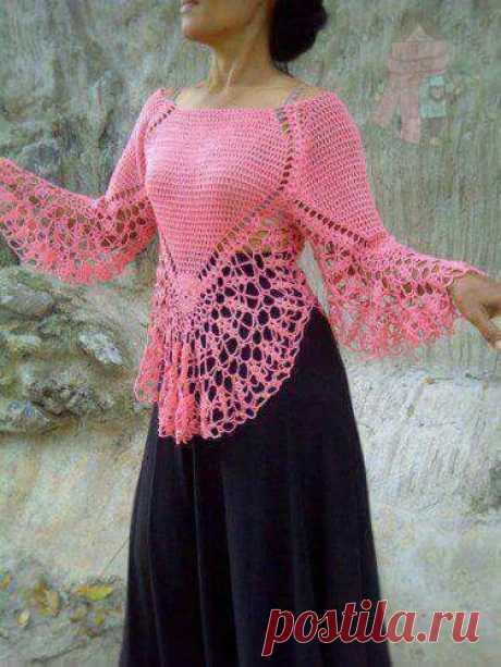 Вязаный крючком пуловер с ажурной баской