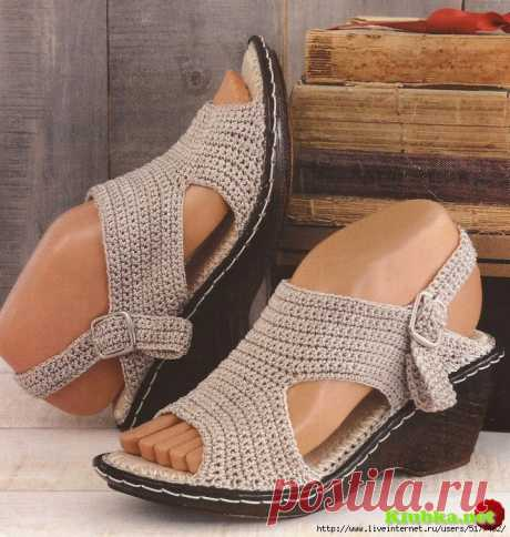 KNITTED FOOTWEAR