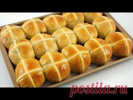 Мягкие и пушистые горячие булочки с крестиком