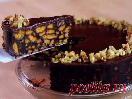 """Торт """"Шоколадная Шарлотта"""" без выпечки из печенья  Готовится просто,   хорош тем, что ничего не нужно выпекать, а вкус у него потрясающий"""