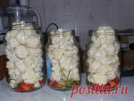 THE MOST TASTY MARINATED CAULIFLOWER \u000a\u000aIngredients: \u000a\u000a Cauliflower — 2 heads of cabbage (2 kg 200 g) \u000a Carrots — 2 pieces. \u000a Paprika — 2 pieces. \u000a Garlic — 100 gr. \u000a Onion — 1 piece (big) \u000a Hot pepper — on 1-2 pieces on 1 liter. to bank \u000a Fennel (umbrellas), leaves of horse-radish, cherry, currant \u000a Allspice \u000a Carnation \u000a Bay leaf \u000a Vinegar of 70% \u000a\u000aMarinade: \u000a On 1 liter of water — 2 tbsps of salt, 1 tsp of sugar \u000a\u000aPreparation: \u000a\u000a1. According to this recipe I do cabbage already the second time. \u000a2....