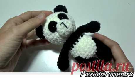 Панда крючком. Видео МК | Вязаные игрушки. Мастер-классы, схемы, описание. В этом видео — мастер класс AmigurushkaRU Уроки вязания по вязанию игрушки панда из зефирной пряжи крючком в технике амигуруми.