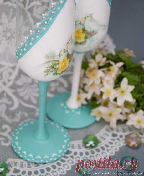 Свадебные бокалы «Модный мятный». Декупаж и роспись контуром
