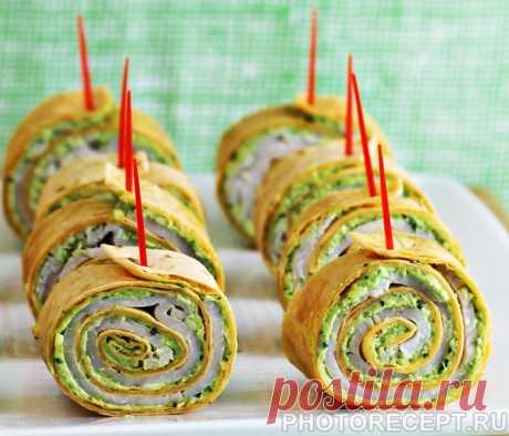 Рулетики из тортильи с песто, сыром и ветчиной - рецепт с фото пошагово