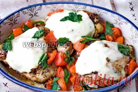 Курица с моцареллой и помидорами, рецепт с фото в духовке на Webspoon.ru