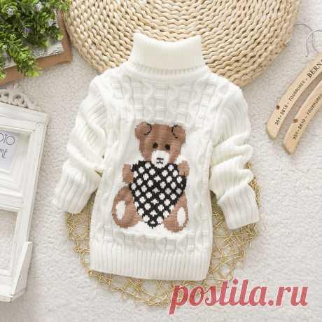 Вязаный свитер с мишкой