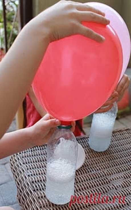 helium spheres of the house - soda + vinegar spoon vinegar-2 in a bottle, 1 tsp of soda in a ball, we put on a bottle and voila