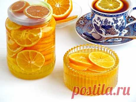 Варенье из лимонов   Количество: 4 порции Время приготовления: 30 минут  Калорийность: 1533 ккал Белки: 2.3 гр Жиры: 0.3 гр Углеводы: 381.4 гр  Ингридиенты: Лимоны - 1 кг; Сахар - 1,5 кг; Вода - 2 стакана;  Приготовление:  1. Срезав с лимонов цедру, опустить их на 20 минут в кипяток, затем промыть холодной водой и нарезать дольками, осторожно удалив зерна. 2. В тазу для варенья приготовить густой сироп, положить в него подготовленные лимоны, довести до кипения и снять с ог...