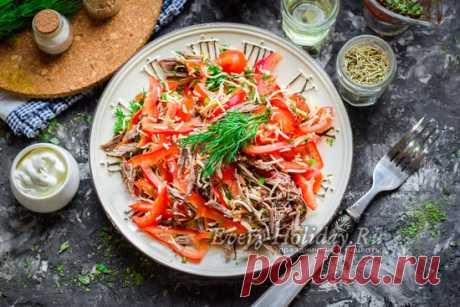 Салат Гвардейской с мясом, помидорами и перцем