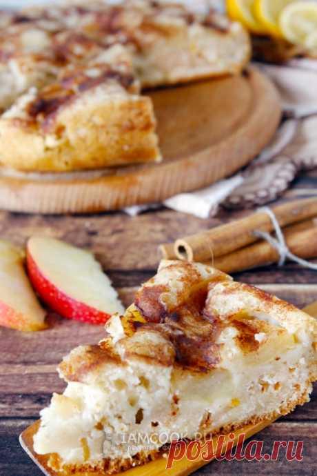 Шарлотка с яблоками и корицей в мультиварке — рецепт с фото на Русском, шаг за шагом. Удивительно нежная, воздушная и сочная шарлотка с яблоками на кефире. Готовится быстро, съедается еще быстрее! #рецепт #выпечка #шарлотка #пирог #яблочныйпирог #яблочный_пирог