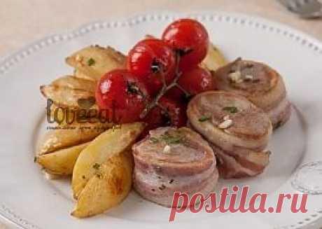 Турнедо из свинины с запеченным картофелем в прованских травах с томатами черри - LoveEat - Гастрономическая Социальная Сеть