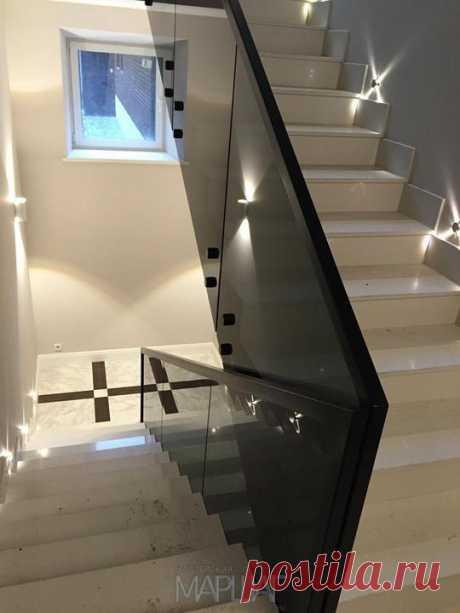 Лестницы, ограждения, перила из стекла, дерева, металла Маршаг – Балюстрада из черного стекла