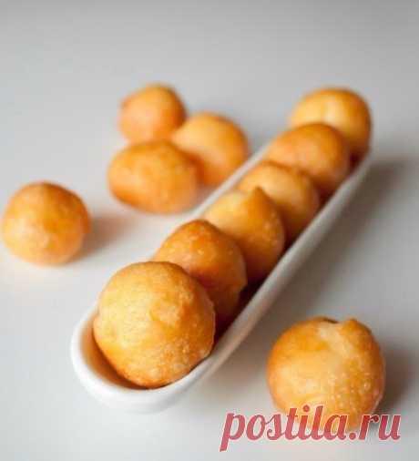 Сырные шарики — очень вкусное и популярное блюдо.