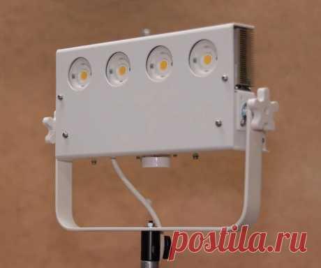 Мощный светодиодный светильник 200 Вт 20000 Лм с активным охлаждением и функцией регулировки свечения Этот светодиодный светильник мастер относит к классу качественных студийных светильников. В светильнике, мощностью 200 Вт, установлены четыре светодиода Cree CMA1825. Эти светодиоды из линейки Premium Color и имеют CRI (индекс цветопередачи) 97 и R9 (точный красный) 95. Что это за индекс R9 и