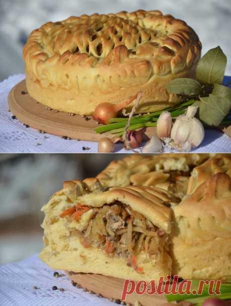 Пирог с капустой и сайрой.