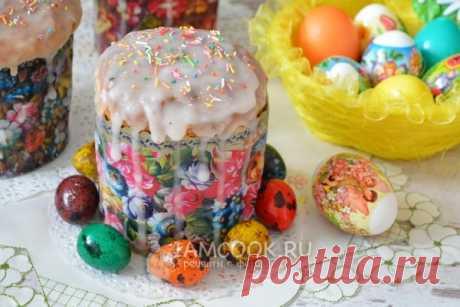 La rosca de Pascua con la almendra y la capa exterior de la cáscara de los agrios de limón, la receta de la foto