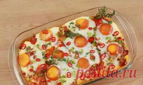 Яичница с колбасой, помидорами и сладким перцем: пошаговый рецепт с фото