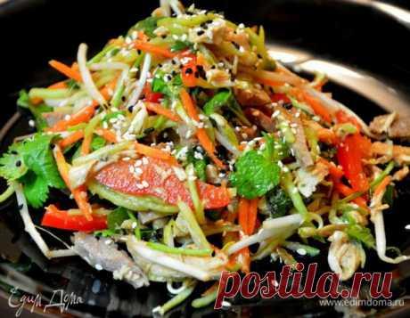 Острый салат с мясом и овощами.