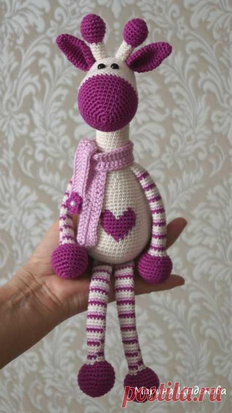 Амигуруми жираф с сердечком крючком: описание вязаной игрушки