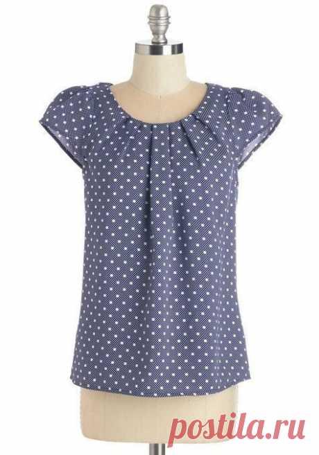 Блузка со сборкой(складками) по горловине.