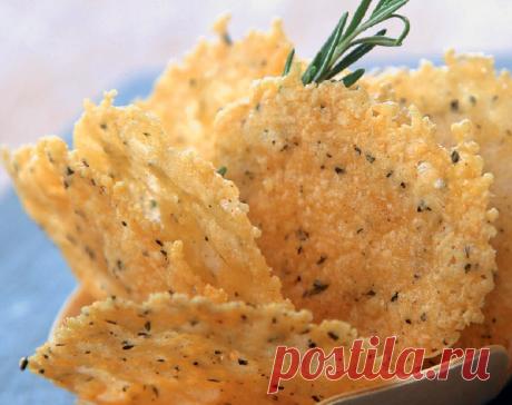 Пикантные сырные чипсы