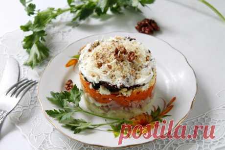 Салат с курицей черносливом грибами рецепт с фото пошагово - 1000.menu