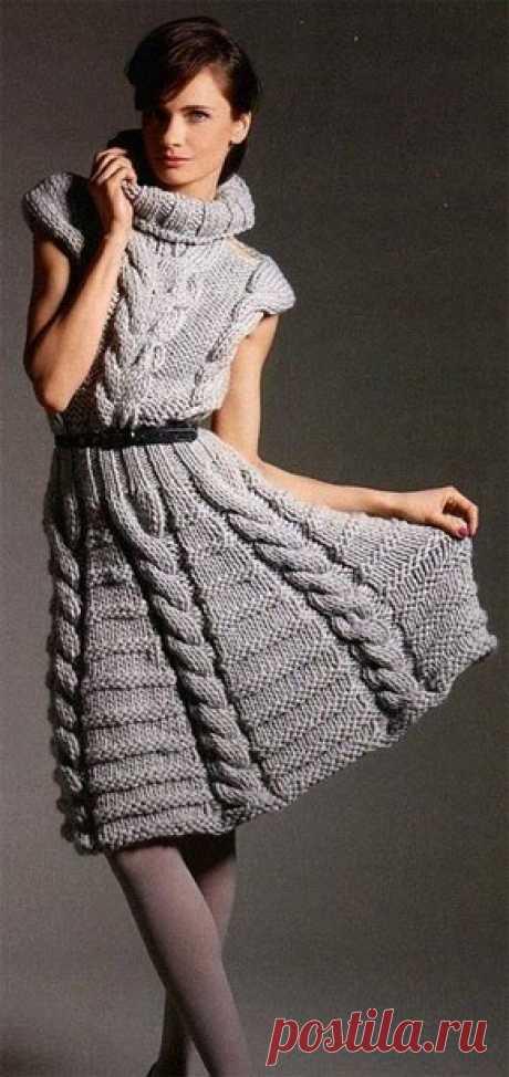 Вязание для женщин. Вязаное платье с косами и высоким воротником. Модель 148