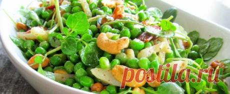 Простые салаты с горошком консервированным Простые рецепты салатов с консервированным горошком. Способы готовки как с добавлением мяса или морепродуктов, так и с овощами.