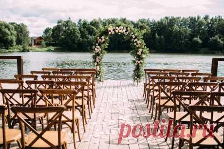 Романтичная свадьба с церемонией у воды 😍