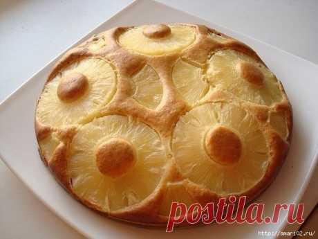Пирог на сгущенке с ананасами  Пирог на сгущёнкеочень прост в приготовлении и очень вкусный . Вариации его могут быть любыми с фруктами. В этом рецепте используются ананасы. Итак, нам потребуется: 2 яйца, 2/3 банки сгущенки, 1,5 …